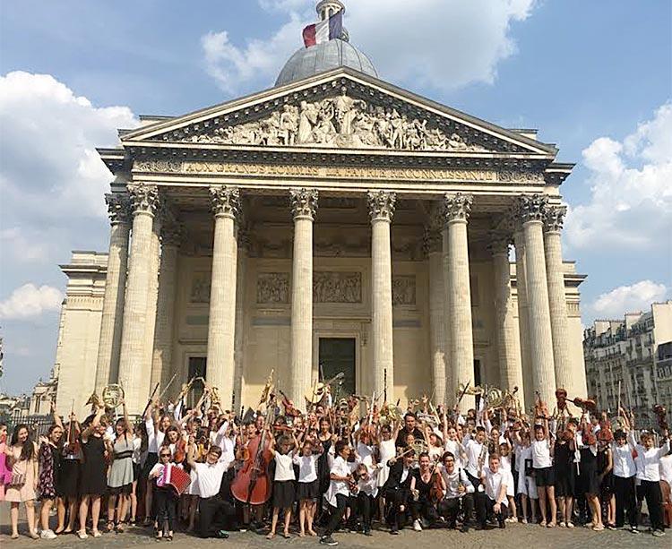 Succès incroyable : 100 enfants de l'Orchestre Petites Mains Symphoniques en concert au Panthéon